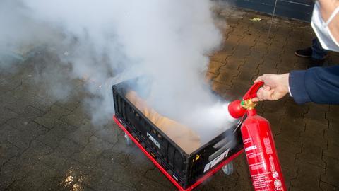 Feuerwehr tötet Spinne aus einem Supermarkt in Lauterbach mithilfe eines Feuerlöschers