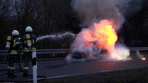 Explosion bei Autobrand