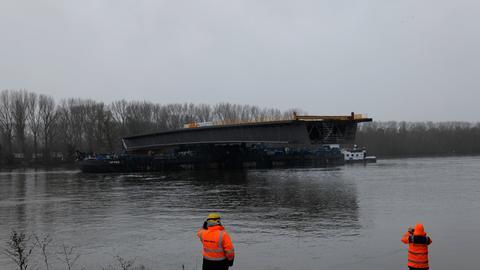 Bauarbeiten an Schiersteiner Brücke in Wiesbaden.
