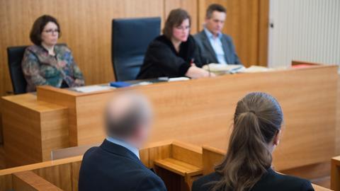 Die Prozessbeteiligten im Amtsgericht in Kassel.