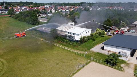 Auf diesem Gelände brach am Donnerstag der Brand aus - eine hohe Rauchsäule war zu sehen.