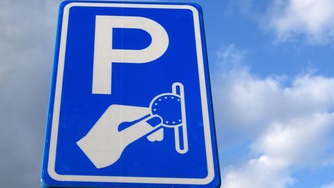 Straßenschild Parken mit Parkgebühr