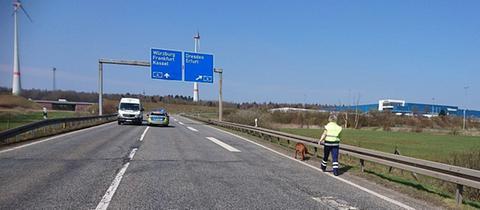 Suche mit Rettungshund an der Autobahn bei Friedewald