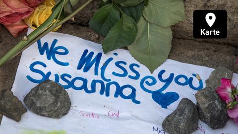 """Gedenken an getötete Susanna mit Blumen und Text """"We miss you Susanna"""""""