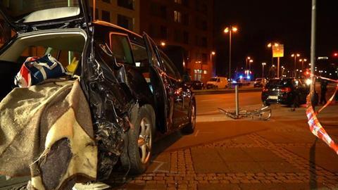 SUV, dessen Fahrer in Frankfurt einen Unfall mit zwei Toten verursachte.