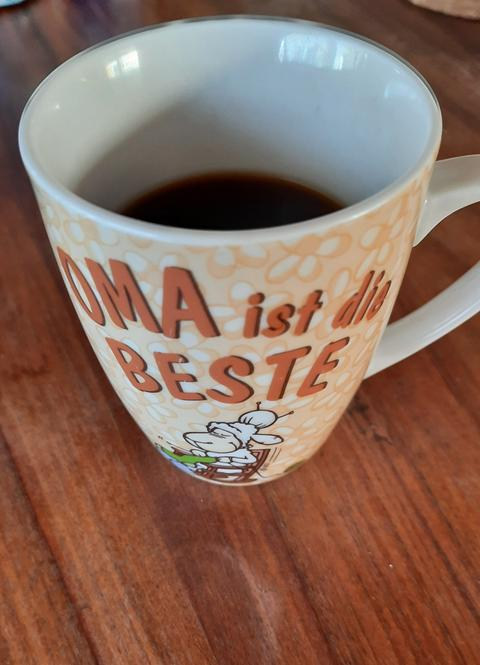 """Oma ist die Beste""-Kaffeetasse."