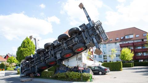 Umgestürzter Kran in Taunusstein