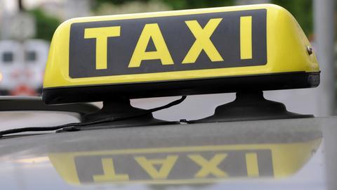 Taxi mit Dachkennzeichnung