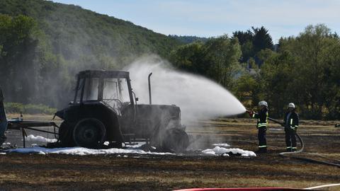 Ausgebrannter Traktor in Katzenfurt