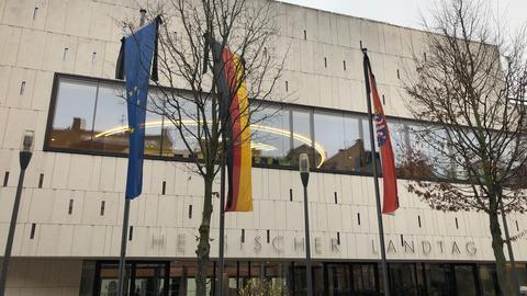 Trauerbeflaggung vor dem Landtag