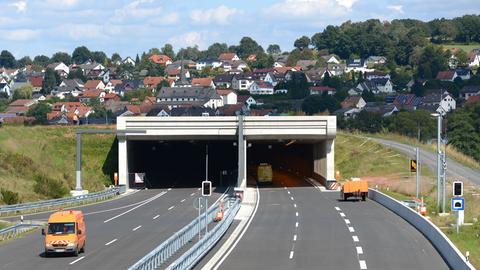 Tunneleinfahrt auf der A66 bei Neuhof