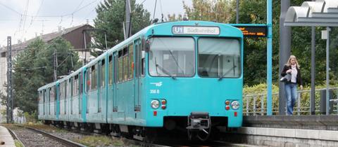 Eine U-Bahn in Frankfurt