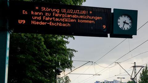 Hinweistafel auf U-Bahn-Störung