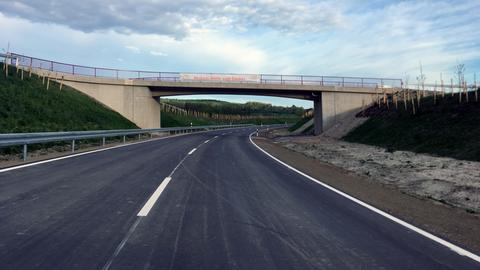 Umgehungsstraße mit Brücke