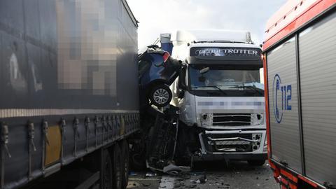 Mehrere Unfallwagen auf A3