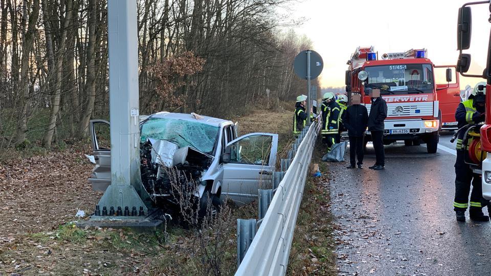 Transporter Kracht In Schilderbrücke Toter Und Verletzter Auf A3