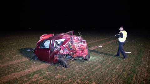 Bei dem Unfall auf der B253 kam ein Mann ums Leben.