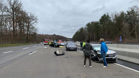 Trümmerfeld nach dem Unfall auf der A3.
