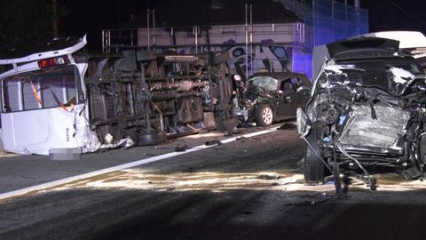 Unfall mit mehreren beteiligten Fahrzeugen auf der A5.