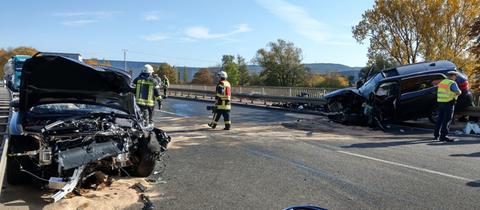 An den beiden Fahrzeugen entstand Totalschaden.