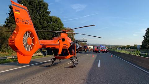 Rettungshubschrauber landet auf der A5