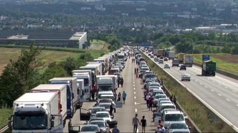 Polizeipräsidium Nordhessen - Kassel: Autobahn 7:Erstmeldung:Schwerer Lkw-Unfall in Richtung Norden