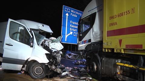 Ein Lkw und ein Transporter sind auf der A7 zusammengestoßen