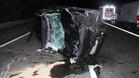 Unfallstelle auf der A45 bei Altenstadt - Unfallwagen mit Totalschaden.