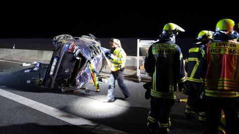 Rettungseinsatz an der Unfallstelle auf der A661
