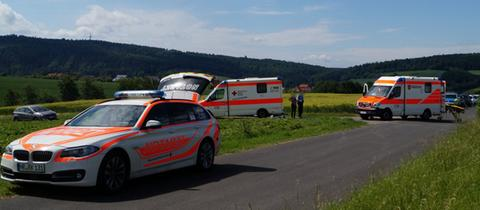 Unfallort mit Einsatzkräften im Erdbeerfeld in Körle