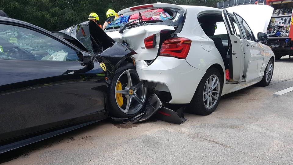 Ferrari Drives As A Family Six Injured In Accident On The A67 Hessenschau De