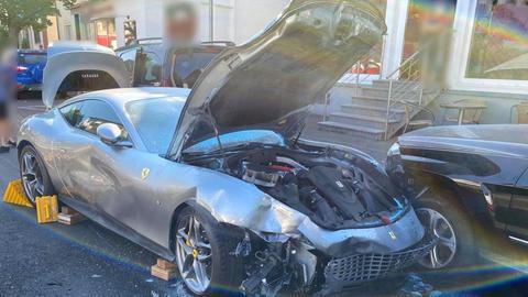 Der verunfallte Ferrari in Rodenbach