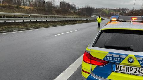 Polizeifahrzeug auf der gesperrten Autobahn 66