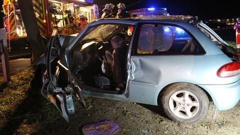Unfall bei Groß-Gerau mit zwei Schwerverletzten - Fahrer flüchtet