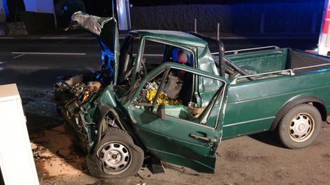 Das kaputte Auto nach dem Unfall in Gudensberg