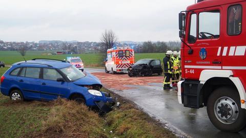 Auf der Landstraße zwischen Gudensberg und Besse (Schwalm-Eder) sind zwei Autos frontal zusammengestoßen.