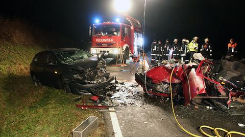 Die Unfallwagen nach dem Frontalzusammenstoß
