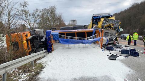 Bei dem Lkw-Unfall auf der A3 kam ein Mensch ums Leben.