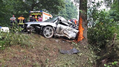 Zerstörtes Auto nach einem Unfall zwischen Mörlenbach und Wald-Michelbach