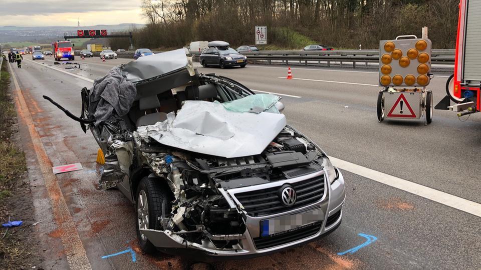 Auto Prallt Nahe Limburg Auf Laster Vier Verletzte Hessenschau