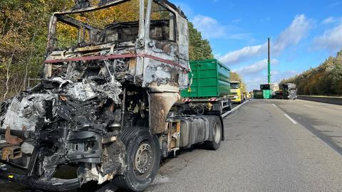 Der ausgebrannte Lkw.