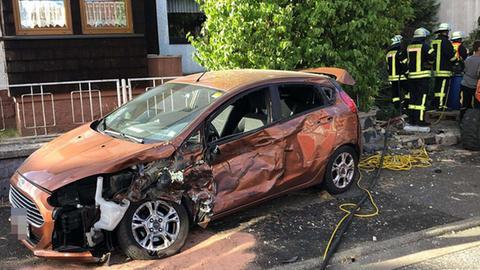 Ein demoliertes Auto in Grebenhain