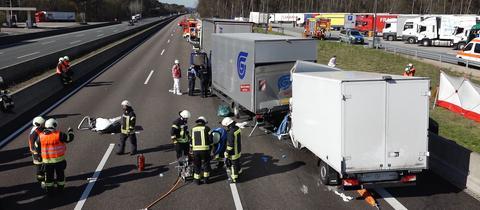 Mehrere Lastwagen sind aufeinander geprallt