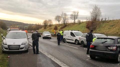 Unfall mit mehreren Fahrzeugen auf der B3