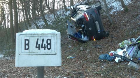 Ein Autofahrer kam bei Obertshausen von der Straße ab.
