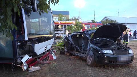 Bei dem Unfall in Babenhausen wurden drei Menschen schwer verletzt, zwei leicht.