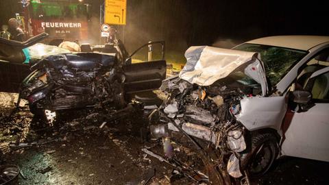 Zwei Autowracks an Unfallstelle