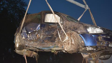Das Unfallauto wird abtransportiert