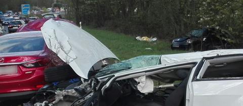 Schwerer Unfall bei Wetzlar mit drei Autos
