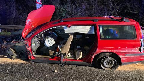 Das Auto des Fahrers ist beschädigt.